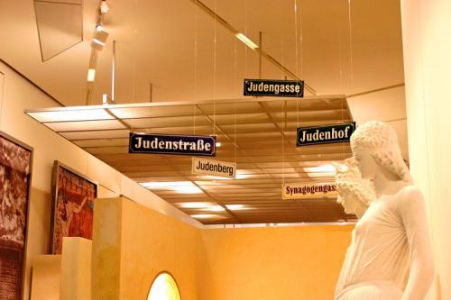 020+-+Jewish+Museum+Germany,+May,+2006++
